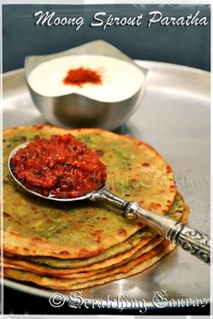 Moong Sprout Paratha : A Healthy Start of a Sunny Sunday Sprout Recipes, Veg Recipes, Indian Food Recipes, Cooking Recipes, Healthy Indian Recipes Vegetarian, Appetiser Recipes, Jain Recipes, Vegetarian Food, Moong Sprouts Recipe