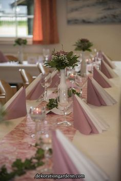 Table decoration in old rose – Wedding Flowers Wedding Table Decorations, Decoration Table, Youtube Wedding, Dream Wedding, Wedding Day, Old Rose, Wedding News, 20th Birthday, Wedding Napkins