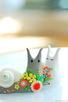 Snails by JooJoo, actually made out of clay but i would love to recreate these with sugar to go on top of a cake. So sweet