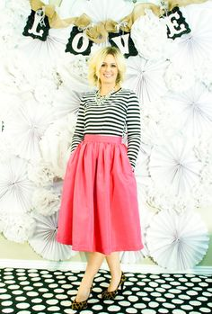 PDF Pattern to make this fabulous Midi Skirt. It even has pockets!!!
