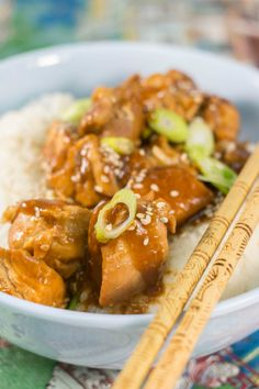 Talk about dump dinners! This copycat General Tso's chicken recipe will make for the perfect weeknight dinner!