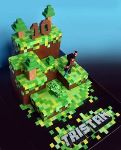 What an elaborate minecraft cake! - Everything About Minecraft Minecraft Party, Minecraft Birthday Cake, Minecraft Cake, 6th Birthday Parties, 8th Birthday, Birthday Cakes, Bolo Fack, Decoration Patisserie, Kids Party Themes