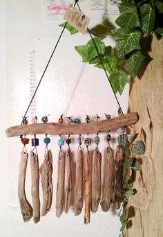 Handicrafts with natural materials - 30 ideas for decorating with driftwood - Nell Oa. Beautiful nature Wind chime with beautiful selected ones # Driftwood … – Sea Glass Crafts, Seashell Crafts, Beach Crafts, Fun Crafts, Diy And Crafts, Driftwood Mobile, Driftwood Art, Diy Wind Chimes, Seashell Wind Chimes