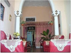 Salón- Cuba, Valance Curtains, Colonial, Oversized Mirror, Furniture, Home Decor, Ferns, Decoration Home, Room Decor