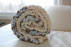 030115_easy_crochet_blanket_pattern_diy_super_bulky_yarn