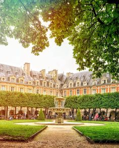 place des vosges paris guide france