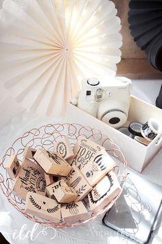 Vintage Stempel, Washi Tape und Polaroid Kamera für das Hochzeit Gästebuch | vintage stamps, washi tape and a polaroid camera for the wedding guestbook