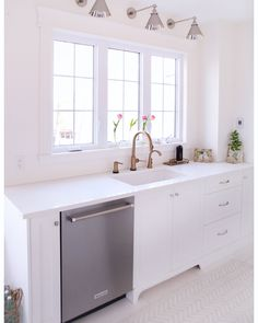 So bright and fun, mixed metals, tulips and floor! Kitchen Hardware Trends, Mixed Metals, Double Vanity, Tulips, Beautiful Homes, Kitchen Design, Tile, Bright, Flooring