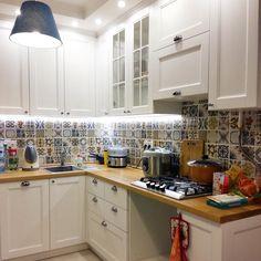 Репост @koroleva1maria Новая кухня для Марии #кухнямоеймечты, пока без духовки, но уже прелесть Все при ней: и белые фасады из ясеня, и столешница из дерева, и плитка пэчворк Все как мечталось членам этой семьи Мы очень рады, что помогли вам все воплотить Большое спасибо за фото и приятные слова в наш адрес Счастья на новой кухне Друзья, огромная просьба, присылайте фотографии вашей мебели! Или приглашайте нас в гости, на съемку! Подарки гарантируем ✨ Мебельн...