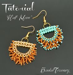 Half Moon beaded fringe earrings tutorial, beading pattern, seed beads pattern / TUTORIAL ONLY par BeadedTreasury sur Etsy https://www.etsy.com/fr/listing/501048038/half-moon-beaded-fringe-earrings