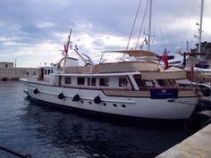 Classic Yachts, Classic Boat, Cool Boats, Boat Stuff, Yacht Boat, Sailing, Modern, Ships, Beautiful