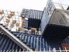 https://flic.kr/p/9fWnQT | containers en Querétaro | uso de contenedores como una cafetería en Querétaro, lástima la rejita de la calle y que no me hayan dejado entrar... era de una escuelita privada.