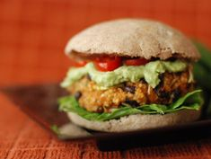 Veggie burgers: 4 recepies to prepare in your house Veggie Recipes, Wine Recipes, Real Food Recipes, Yummy Food, Healthy Recipes, Tasty Bites, I Love Food, Healthy Eating, Healthy Food