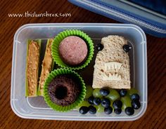kids lunch!  Good use for cupcake liners!