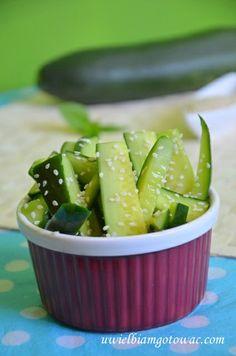 Ogórki w zalewie sezamowej Pickles, Cucumber, Food, Essen, Meals, Pickle, Yemek, Zucchini, Eten