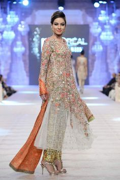 Sania Maskatiya at PLBW 2014 – Pakistan Fashion Week - Karachista Pakistani Formal Dresses, Pakistani Outfits, Indian Dresses, Indian Outfits, Pakistani Couture, Pakistani Bridal, Indian Bridal, Look Short, Desi Clothes