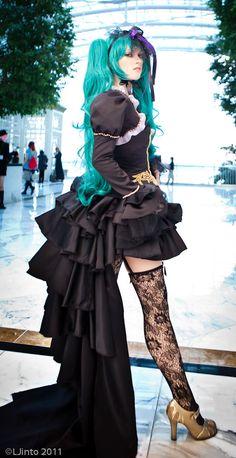 Vocaloid. Character: Hatsune Miku.  Cosplayer: Jessie Pridemore 'aka' Rufflebutt 'aka' AnimeAngel 'aka' JPrideMonster. US. Event: Katsucon 2011. Photo: LJinto.