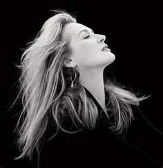 Meryl Streep.   Another profile for Morrigan. Long chin and nostrils, pose full of grace and beauty and self-assurance.