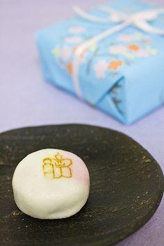 ひな人形(饅頭)Japanese sweets : hinaーningyou (hina-doll) for Girl's Festival Hina-Matsuri.