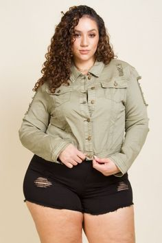 Boyfriend fit cropped denim jacket Featuring distressed detail Razor cut back Model is and is wearing a size Cotton Imported Looks Plus Size, Look Plus, Curvy Plus Size, Thick Girl Fashion, Curvy Women Fashion, Plus Size Fashion, Curvy Outfits, Plus Size Outfits, Erica Lauren
