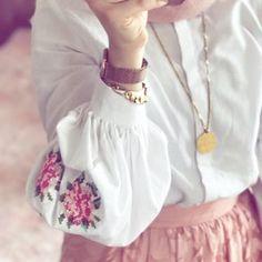 Image de girls and hijab Modern Hijab Fashion, Muslim Women Fashion, Hijab Fashion Inspiration, Islamic Fashion, Abaya Fashion, Modest Fashion, Fashion Outfits, Womens Fashion, Stylish Girls Photos