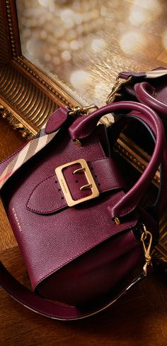 The small Burberry Buckle Tote in leather comes in a variety of different colors.