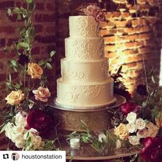 "Dulce Desserts on Instagram: ""Another fabulous example of staging is everything!  Ladies from @fireflyeventsnashville suspended cake on a swing @houstonstation for a…"" Baking Ideas, Staging, Pillar Candles, Everything, Lady, Desserts, Instagram, Food, Role Play"