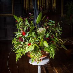 Love styling a lush moody green flower arrangement! Let Me Know, Let It Be, Some Beautiful Images, Green Flowers, Event Styling, Raven, Like You, Love Fashion, Lush