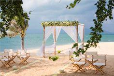 """natureza é o ponto principal de um casamento na praia. A cerimônia pode ter uma decoração luxuosa ou simples, mas o que os casais não podem se esquecer é o mais importante. A decoração de maior destaque neste evento é o mar. Dizer """"sim"""" de frente para um mar azul, com dias de sol e diversão com …"""
