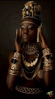 Combine Jewelry With Clothing - African Accessoires - The jewels are essential to finish our looks. Discover the best tricks to combine jewelry with your favorite items African Beauty, African Women, African Fashion, African Style, African Art, Ethno Style, Afro Punk, African Culture, African Jewelry