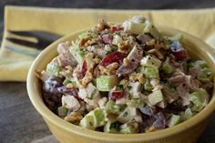 This classic CHICKEN WALDORF SALAD is all about the interesting combination of fruit, vegetable, nuts and chicken tossed in a tangy dressing. Bean Salad Recipes, Cucumber Recipes, Chicken Salad Recipes, Healthy Salad Recipes, Healthy Drinks, Delicious Recipes, Waldorf Chicken Salad, Waldorf Salad, Avacodo Salad