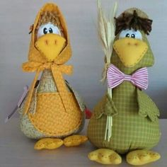 Quackers over this pair! Felt Crafts, Diy And Crafts, Weird Birds, Sewing Crafts, Sewing Projects, Chicken Crafts, Creation Crafts, Chickens And Roosters, Fabric Birds