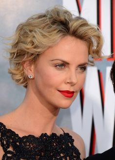 Charlize Theron Hairstyles For 2017 10 Grey Curly Hair, Short Grey Hair, Curly Hair Cuts, Short Hair Cuts, Curly Hair Styles, Charlize Theron Hair, Short Wavy Haircuts, Mom Hairstyles, Hairstyle Ideas