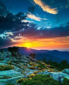 Beautiful Sunrise (From Beautiful Amazing World) Beautiful World, Beautiful Places, Wonderful Places, Beautiful Sunrise, Nature Scenes, Science And Nature, Nature Pictures, Belle Photo, Amazing Nature