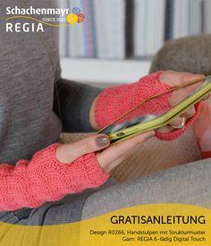 Bei den gestrickten Handstulpen aus REGIA 6-fädig Digital Touch ist sogar das Strukturmuster digital inspiriert. Es entsteht aus rechten und linken Maschen und bildet im Prinzip einen Binärcode. Gestrickt wird in Runden, für den Daumen wird einfach ein Schlitz eingearbeitet.