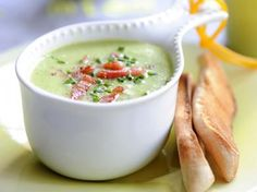 Cream of pea soup with bacon, cream soup, vegetable, legume. Bacon Recipes, Soup Recipes, Healthy Soup, Healthy Recipes, Healthy Eating, Belgium Food, Good Food, Yummy Food, Healthy Sandwiches