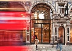 20 Stunning Images That Show How Magical The Apple Store Can Really Be [Gallery]