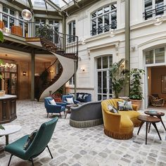 The Hoxton, Paris / Soho House Soho House, Boutique Hotel Paris, A Boutique, Paris Hotels, Paris Restaurants, Hotel Lobby, Modern Victorian Homes, Victorian Architecture, Patio Ideas