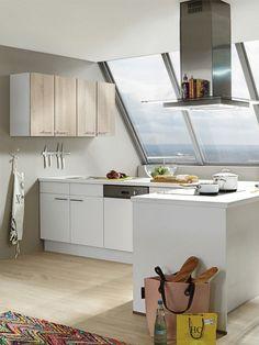 Eine Helle Front Lässt Deine Küche Größer Und Geräumiger Wirken! Wenn Du  Eine Große Lichtquelle Hast, Wird Deine Küche Umso Besser In Szene Gesetzt.