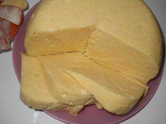 Ha egyszer ezt megkóstolod, soha nem fogsz boltból sajtot, vagyis sajtnak nevezett dolgotvásárolni. Hozzávalók 1 liter tej 1/2 kg túró 6 dkg vaj 1 egész[...]