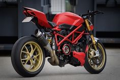 Modified Ducati Streetfighter with panigale parts Street Fighter Motorcycle, Futuristic Motorcycle, Cafe Racer Motorcycle, Moto Ducati, Ducati 848, Moto Guzzi, Triumph Motorcycles, Cars And Motorcycles, Ducati Streetfighter S