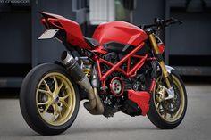 https://flic.kr/p/xo3iBv | Ducati Streetfighter 848 | Modified Ducati Streetfighter with panigale parts