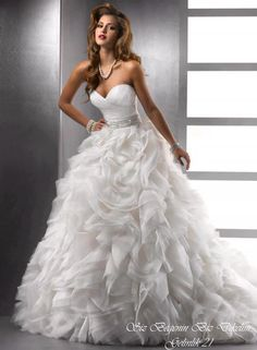 I love This Wedding Dress! I would want this to be my wedding dress