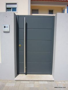 House Fence Design, Front Gate Design, Steel Gate Design, Modern Fence Design, Grill Door Design, Main Gate Design, Door Gate Design, Modern House Design, Metal Garden Gates