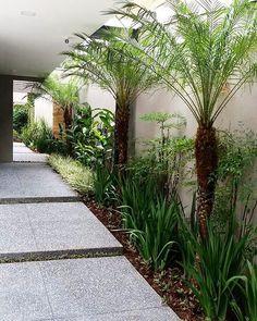 9 Beautiful Backyard Ideas for Small Yards – Garden Ideas 101 Tropical Garden Design, Backyard Garden Design, Small Garden Design, Side Yard Landscaping, Tropical Landscaping, Modern Landscaping, Back Gardens, Small Gardens, Side Garden