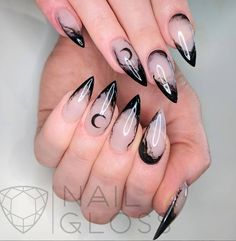 Acrylic Halloween Nails that are Truly Spooktacular HalloweenNails nailsacrylic 810155420452521864 Edgy Nails, Dark Nails, Cute Nails, Gel Nails, Manicure, Black Stiletto Nails, Pretty Nails, Halloween Acrylic Nails, Halloween Nail Designs