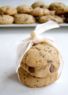 Chtěla jsem udělat jednoduché sušenky, nakonec z toho vznikly chia sušenky, do kterých jsem ještě přidala kousky čokolády.  Chuťově jsou moc...