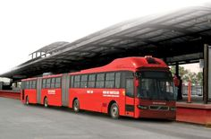 Volvo sends world's longest bus to Brazil As clean-running as electric vehicles are, the most efficient way to transport people around is in mass-transit solutions like the bus. Volvo, Invention And Innovation, Rapid Transit, Let That Sink In, Double Deck, Automotive News, Cool Inventions, Car Covers, World's Biggest
