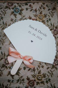Il matrimonio di Sara di Trilli e Gingilli: atmosfera rustica e bucolica, tanti dettagli fatti a mano, pompon di stoffa e un bouquet alternativo.