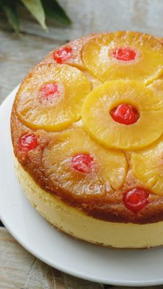 Recipe with video instructions: Pineapple Upside Down Cake is a firm family favourite. We've combined the classic with an awesome cheesecake! Köstliche Desserts, Delicious Desserts, Dessert Recipes, Yummy Food, Healthy Desserts, Cheesecake Recipes, Cookie Recipes, Best Peanut Butter Cookies, Digestive Biscuits